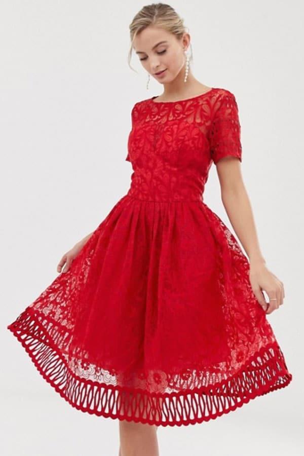 Tenue de mariage : Robe en dentelle rouge ASOS
